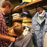 Dress my dad: Thomas (7) shopt voor zijn papa
